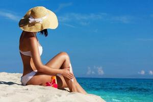 Chica pamela protege su piel del sol
